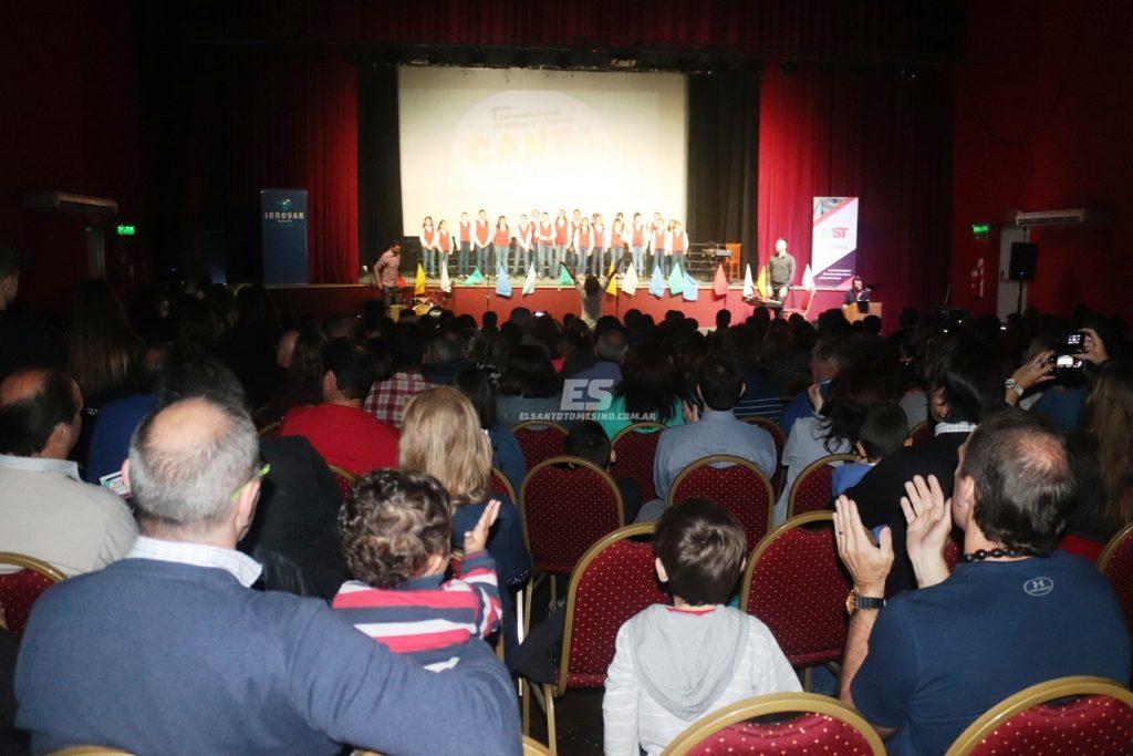Junto a más de 150 niños y jóvenes de la región.